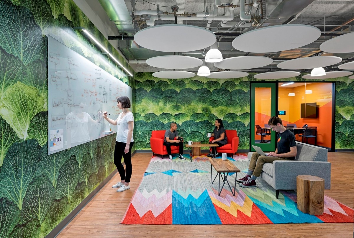 employee experience colourful-workplace